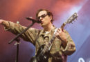 Weezer, Pixies deliver a tasty treat to Des Moines